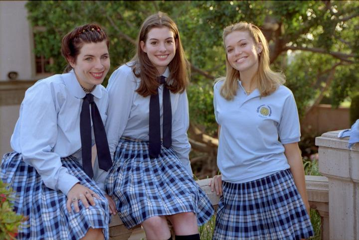 still-of-heather-matarazzo,-anne-hathaway-and-mandy-moore-in-the-princess-diaries-large-picture