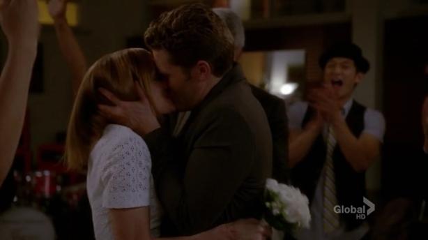 Glee.S04E22.HDTV.x264-LOL.mp4_002584081
