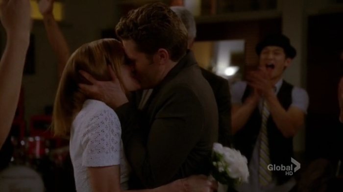 Glee.S04E22.HDTV.x264-LOL.mp4_002584081