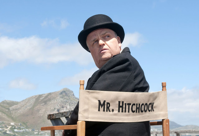 Toby Jones interpretando a Alfred Hitchcock en The Girl (2012)