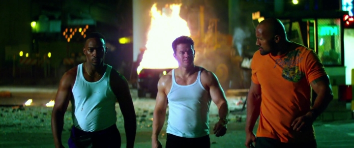 Pain and Gain 2013 720p BRRip x264 AAC-KiNGDOM.mp4_003308596