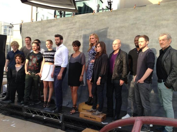 2013-07-22-xmen_days_cast_photo_closeup