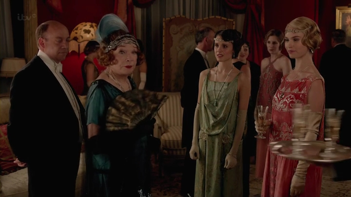 Downton.Abbey.2013.Christmas.Special.HDTV.x264-FoV.mp4_001095120