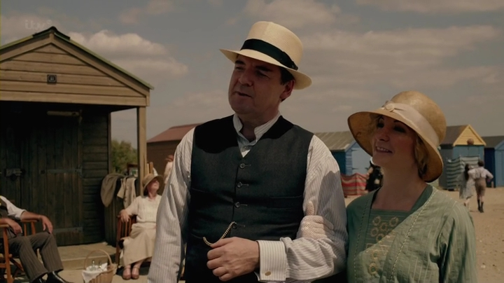 Downton.Abbey.2013.Christmas.Special.HDTV.x264-FoV.mp4_005425760