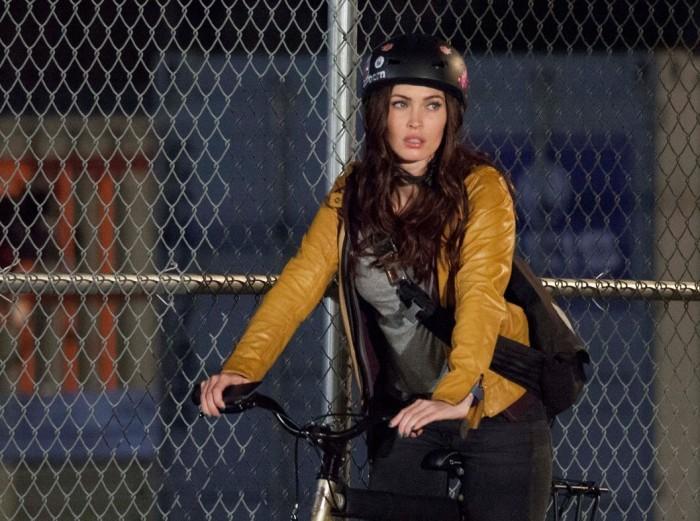 Megan-Fox-Hot-Wallpaper-from-Teenage-Mutant-Ninja-Turtles-e1370111154237