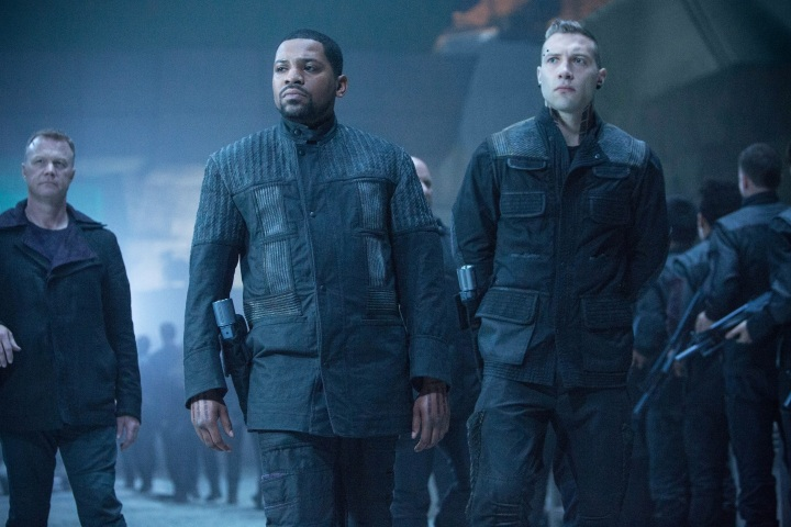 divergent-mekhi-phifer-and-jai-courtney-1266156048