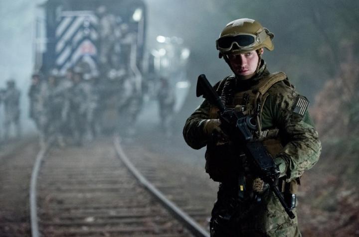 Godzilla-2014-movie-laser-time-review-kick-ass