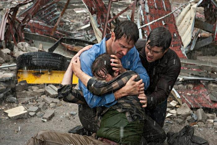 into-the-storm-richardarmitage-asgary-with-his-sons-viaitalian-its-fb-1-14may14_jul0614ranet-sized