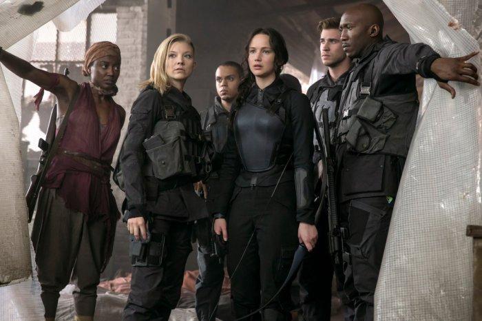 The-Hunger-Games-Mockingjay-Part-1-Group-Shot