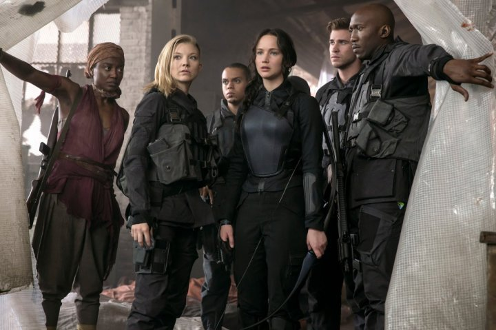 The-Hunger-Games-Mockingjay-Part-1-Group-Shot