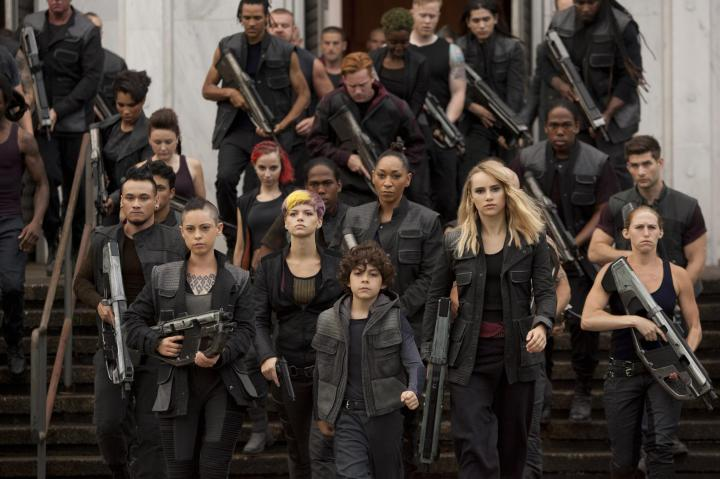 still-of-emjay-anthony,-rosa-salazar-and-suki-waterhouse-in-insurgent-(2015)