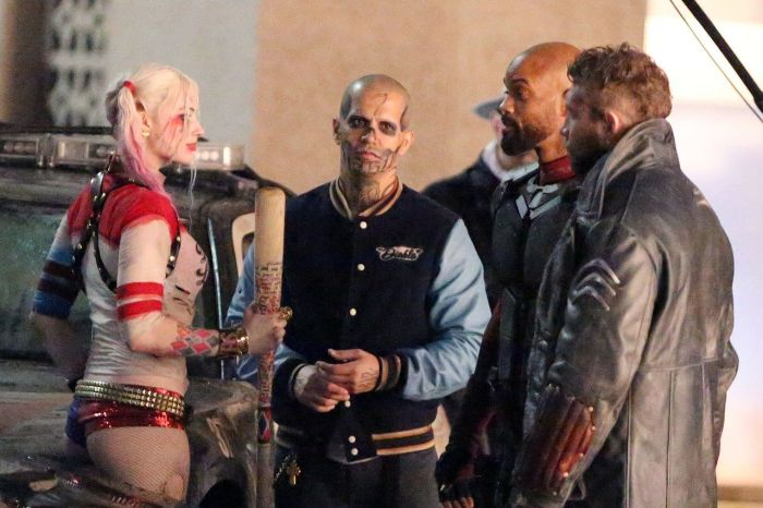 new-suicide-squad-set-photos-show-harley-quinn-and-deadshot-getting-up-close-and-persona-400683