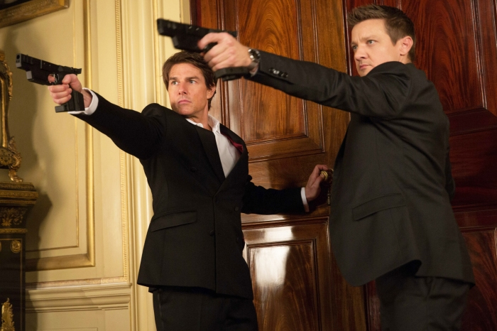 MISSION: IMPOSSIBLE – ROGUE NATION - 2015 FILM STILL - Left to right: Tom Cruise plays Ethan Hunt and Jeremy Renner plays William Brandt - Photo credit: David James  © 2015 PARAMOUNT PICTURES. ALL RIGHTS RESERVED.