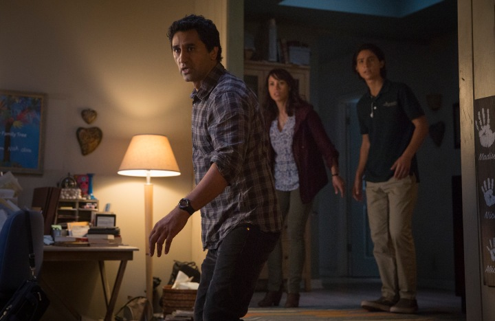 Cliff Curtis as Travis, Elizabeth Rodriguez as Liza, Lorenzo James Henrie as Chris - Fear The Walking Dead _ Season 1, Episode 3 - Photo Credit: Justina Mintz/AMC