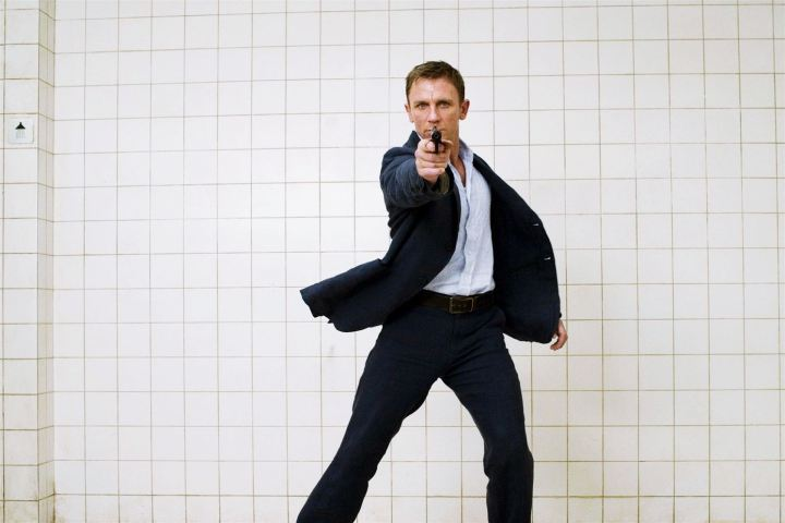 daniel-craig-in-james-bond-style-wallpaper