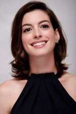anne-hathaway-at-the-intern-press-conference-in-los-angeles_1